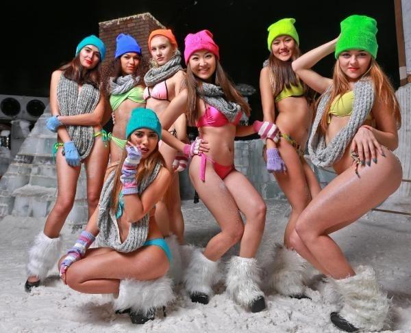 -15 derecede bikinili tanıtım içinizi ısıtacak