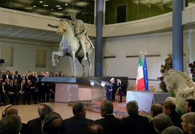 Ruhani için müzedeki çıplak heykelleri gizlediler