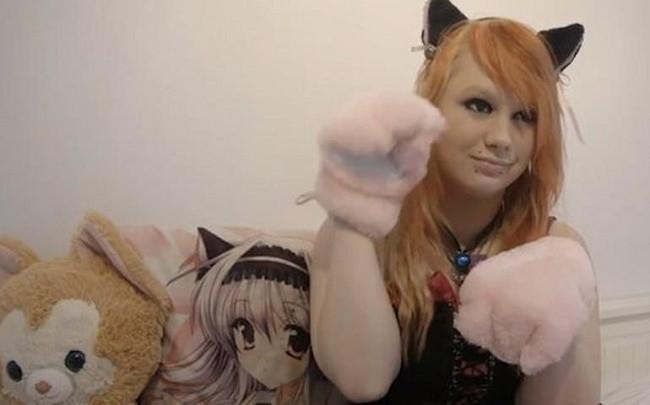 Kendini kedi zanneden kız !
