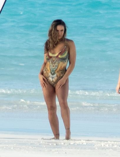 Ronda Rousey aslında tamamen çıplak !