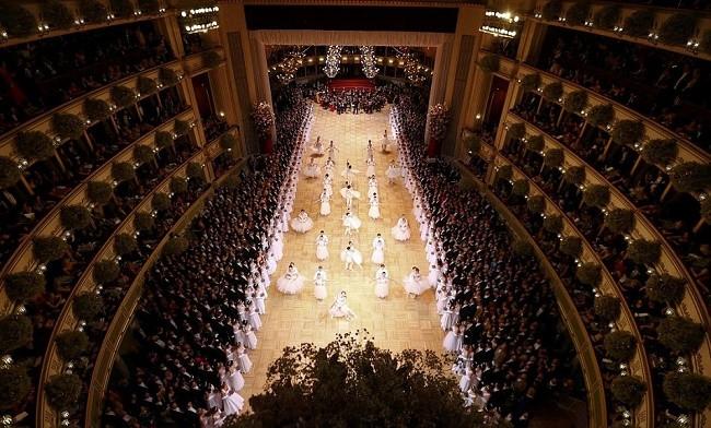 2 asırlık Viyana Opera Balosu yine hayran bıraktı