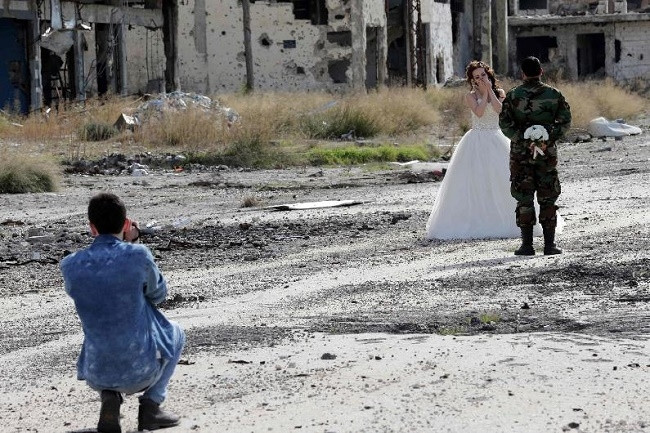 Humus sokaklarında düğün fotoğrafları