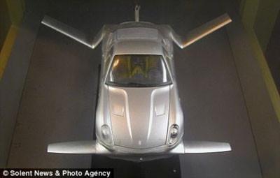 Bu Ferrari uçacak !