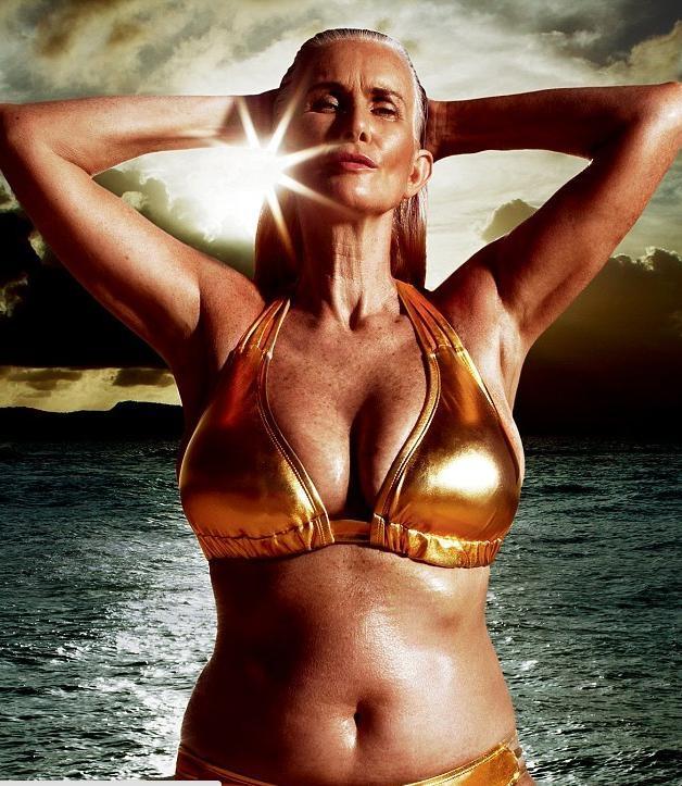 56 yaşında bikini modelliği yaptı