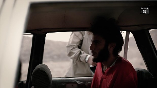 IŞİD'li çocuk 3 kişiyi infaz etti !