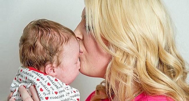 Bebek alnında kalple doğdu !