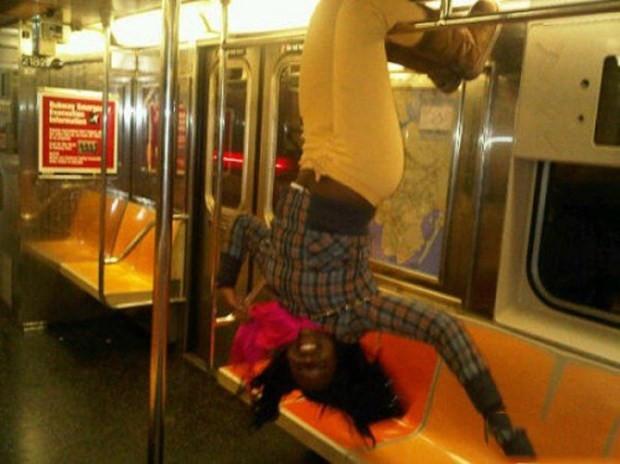 New York Metrosunda sıradışı insanlar