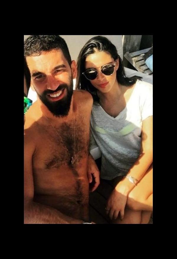 Arda Turan'dan Aslıhan Doğan ile ilgili iddialara fotoğraflı yanıt