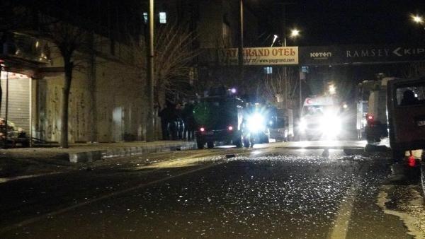 Mardin'de polis aracının geçişinde patlama