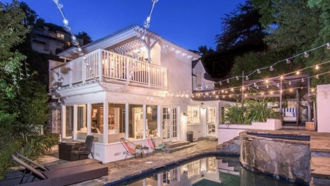Ashley Benson gösterişli evini satışa çıkardı