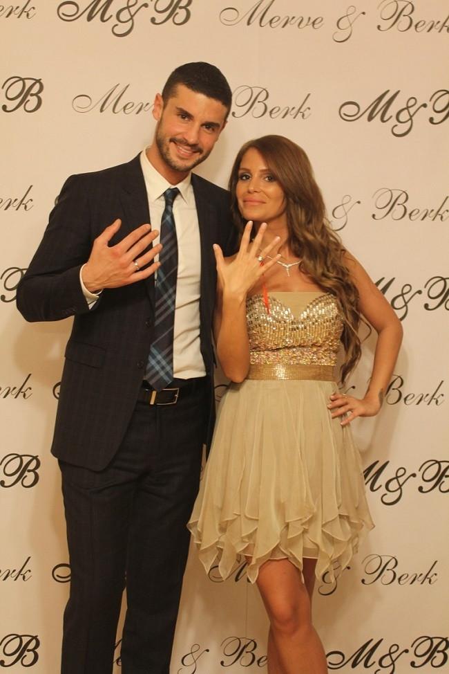 Berk Oktay ile Merve Şarapcıoğlu nişanlandı