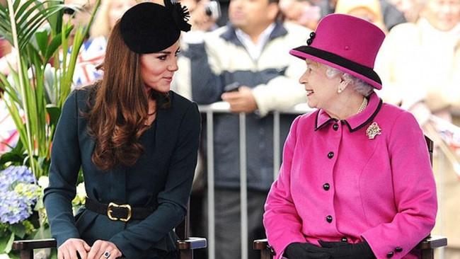 Kraliçe onu bit türlü sevemedi
