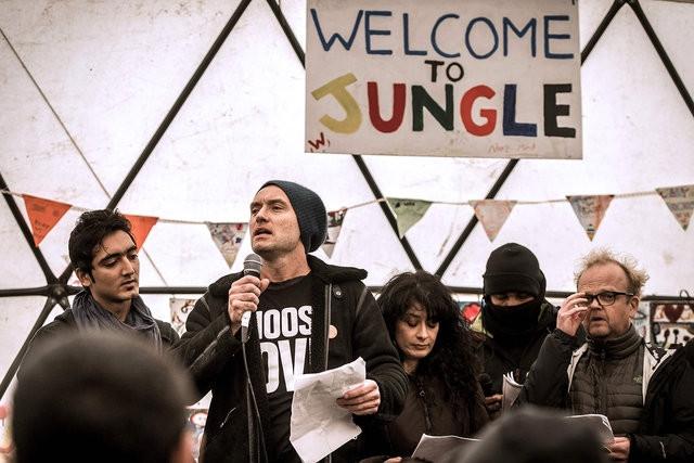 Jude Law sığınmacıları yalnız bırakmadı