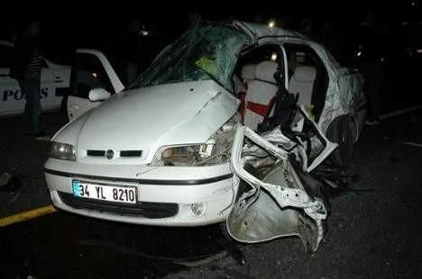 TIR otomobile çarptı