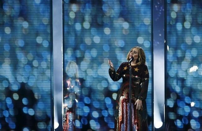 Adele'e 4 ödül birden !