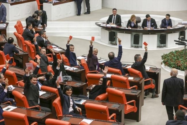 CHP'li vekillerden Meclis'te ilginç eylem!