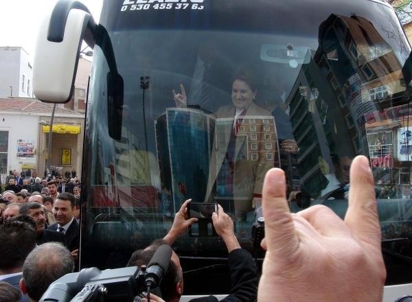 Meral Akşener'e Elazığ'da coşkulu karşılama