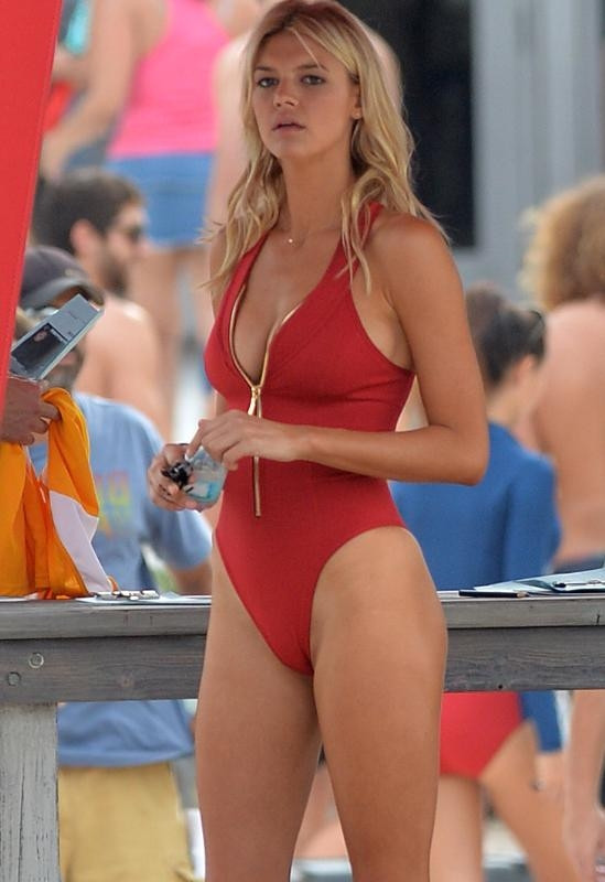 Kelly Rohrbach sahil güvenlik çekiminde !
