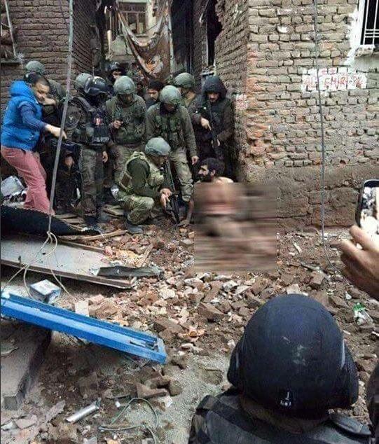 Sur'da 15 terörist çıplak halde teslim oldu