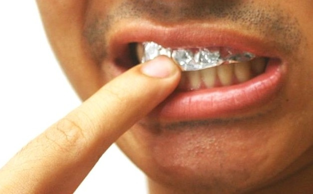 Dişlerinizi alüminyum folyo ile beyazlatın !