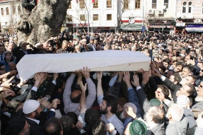 Ahmet Yaşar'ın cenazesine insan seli