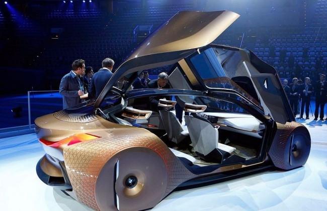 BMW 100. yılında bombayı patlattı !