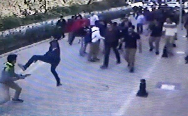 Liselilerin döner bıçaklı kavgası kamerada !