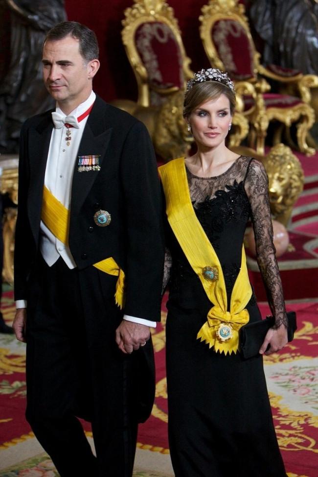 İspanya, Kraliçe'yi konuşuyor !
