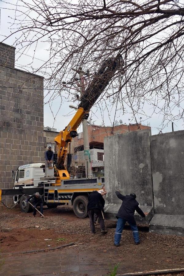 Sur'un dört bir yanı beton bloklarla çevriliyor