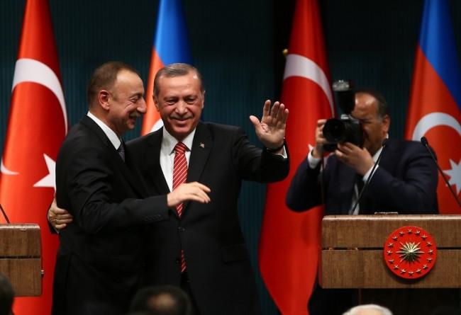 Toplantıya damga vuran an ! Erdoğan'a defalarca sarıldı..