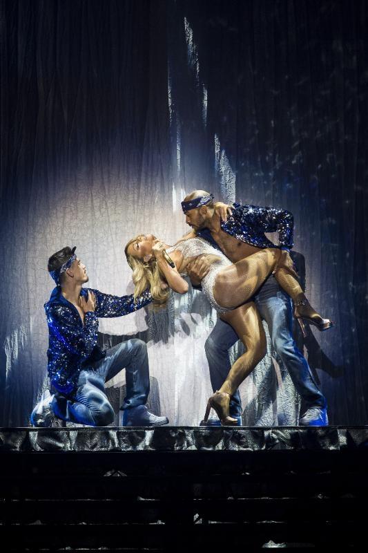 Mariah Carey'in sahne kostümü çok eleştirildi