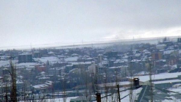 Yüksekova'da kar yağışı altında top atışları sürüyor !