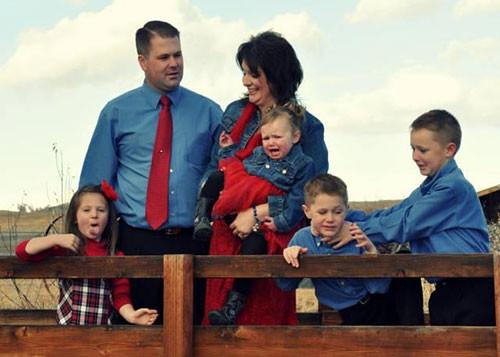 Küçük çocukların 'trollediği' aile fotoğrafları