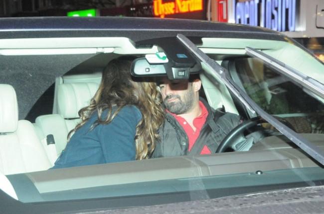 Eşiyle arabanın içinde hasret giderdi