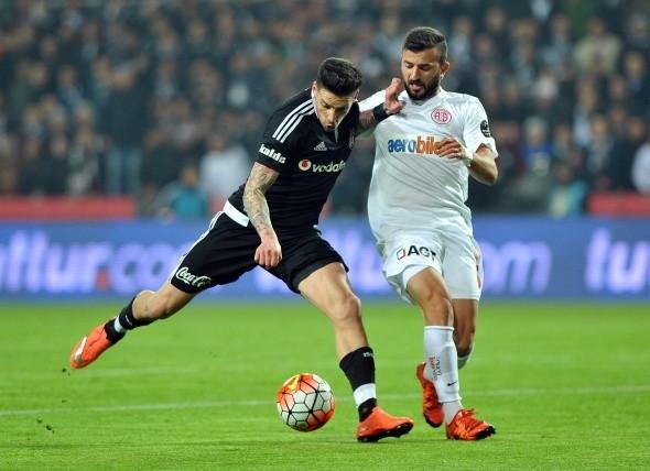 Beşiktaş zirveyi bırakmıyor!