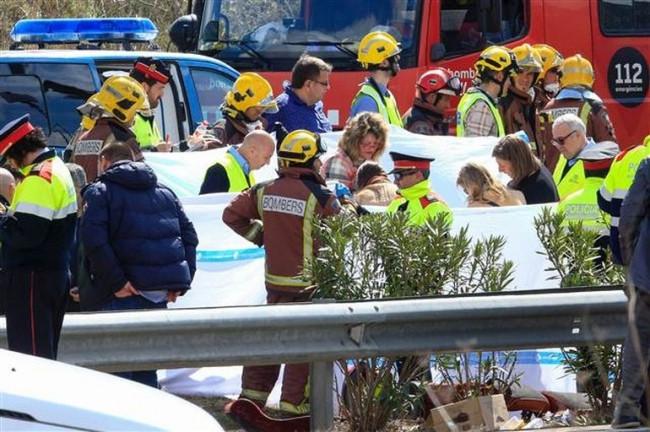 Öğrencileri taşıyan otobüs kaza yaptı !