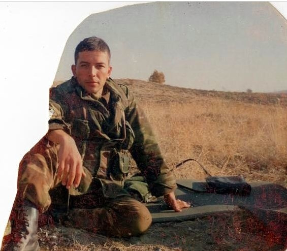 Ünlülerin askerlik fotoğrafları şaşırtıyor!
