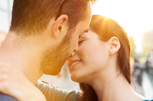 Öpüşürken neden gözlerimizi kapatırız?
