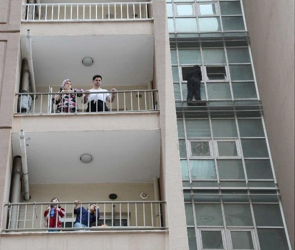 Polis ''Ezan okunuyor'' deyince intihardan vazgeçti