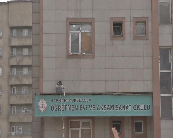 Yüksekova'da emniyet ve öğretmenevine hain saldırı