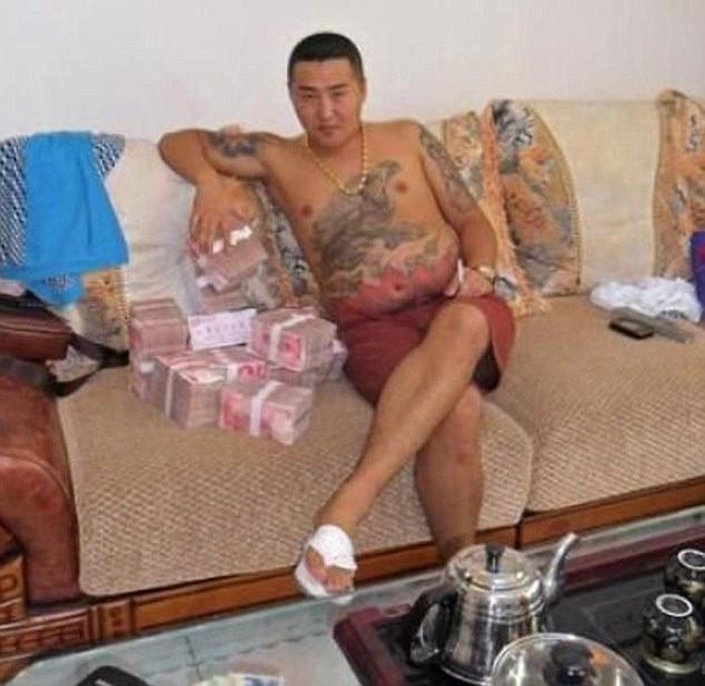 Mafya babasını rezil eden fotoğraflar