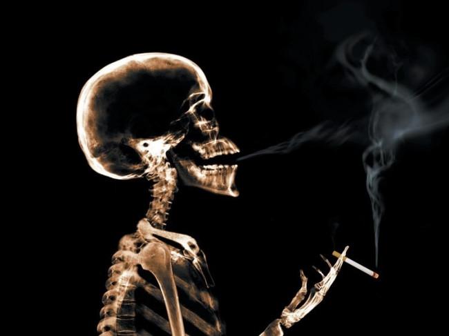 Sigarayı sizinle beraber bebeğiniz de içiyor!