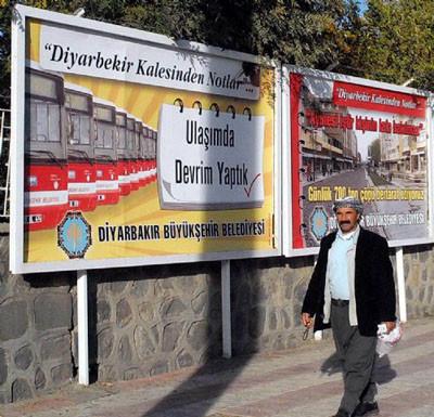 DTPden Erdoğana bill-boardlu yanıt !