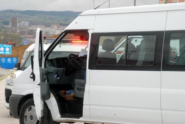 Polis memuru direksiyon başında ölü bulundu