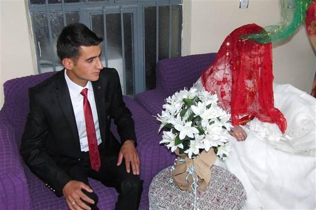 Irak sınırında Türk bayraklı düğün