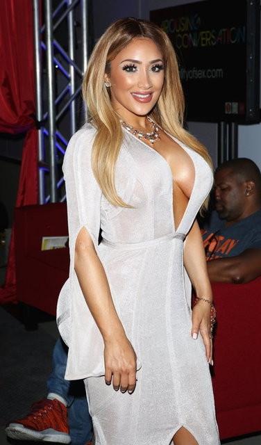 Kim Kardashian kim ki... İşte Nikki Mudarris