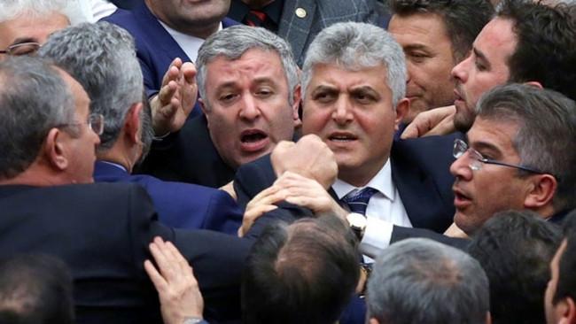 Meclis'te küfürlü kavga
