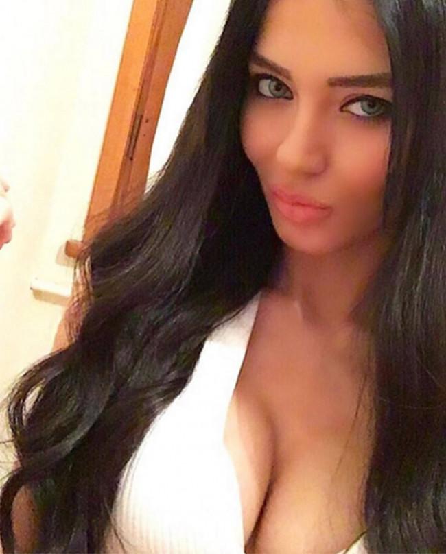 Cansu Taşkın'ın seksi Adriana Lima pozu