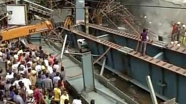 Hindistan'da üst geçit faciası: 10 ölü