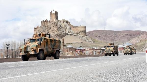 Özel birlikler türküyle uğurlandı